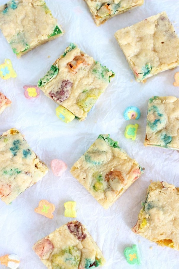 white-chocolate-lucky-charms-blondies-14-682x1024.jpg